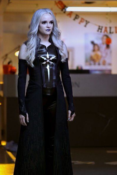 the-flash-episode-604-there-will-be-blood-promotional-photo-06